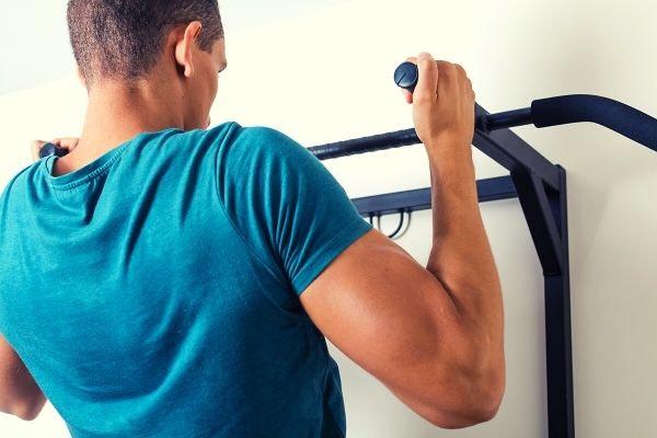 optrekstang thuis trainen home gym