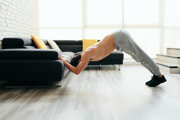 arm oefeningen thuis zonder gewichten